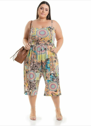Macacão pantacourt estampado plus size