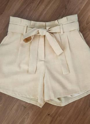 Short clochard cor creme